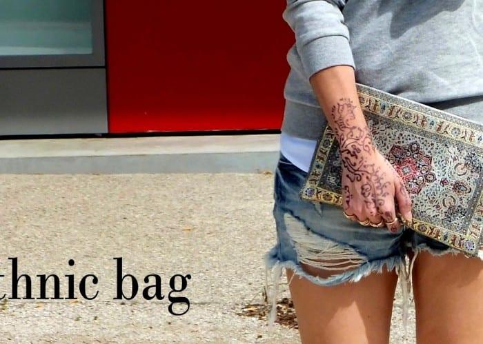 bershka-shorts-ethnic-bag-henna-tatoo-tatuaje-blogger-española-sudadera-gris-HM-salones-negros-zapatos-de-tacon-collar-azul-stradivarius-21