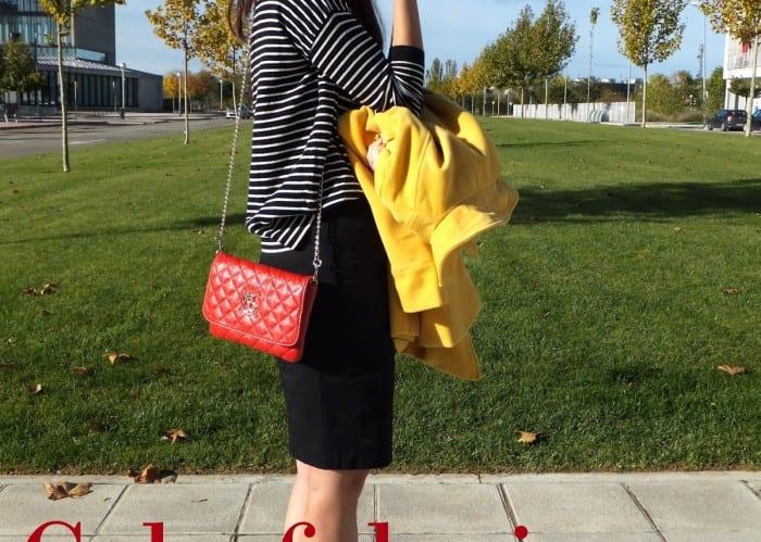 combinar-abrigo-amarillo-jersey-de-rayas-y-bolso-rojo-de-purificación-garcía-top-blogger-españa-9-copia2