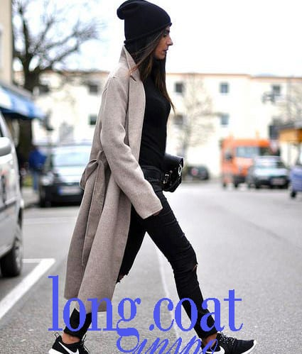 abrigo-largo-gris-y-zapatillas1