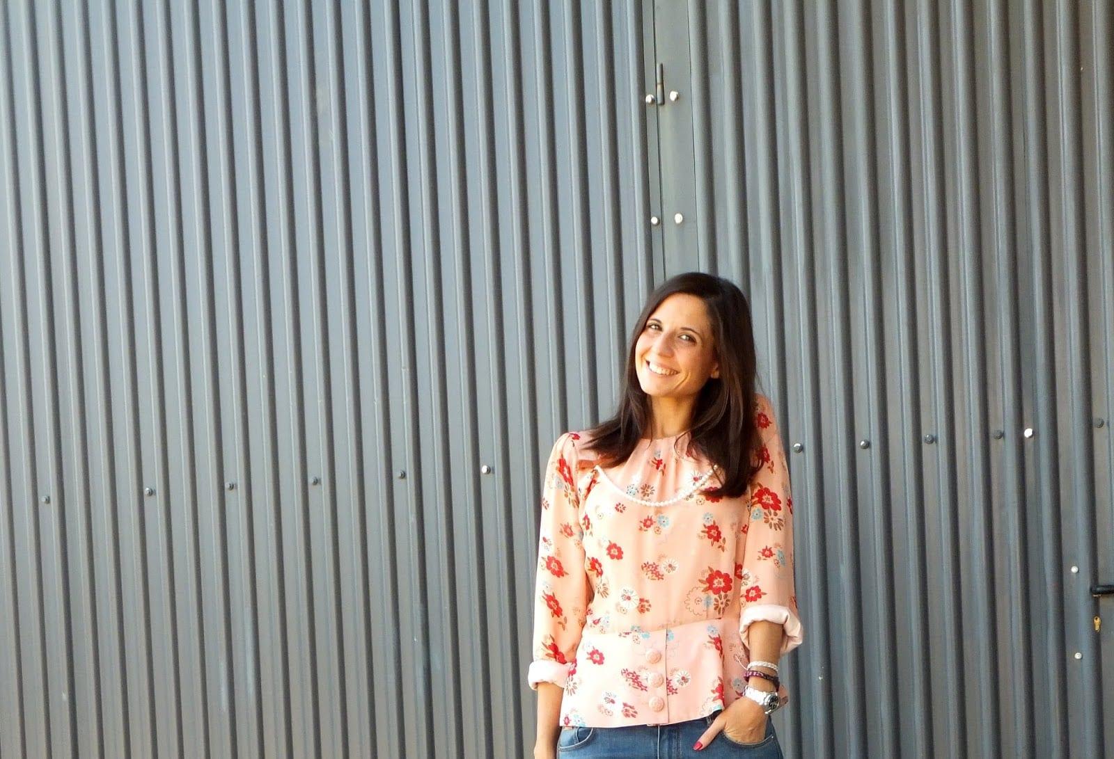 look-con-blusa-de-flores-rosa-con-jeans-azules-de-massimo-dutti-top-blogger-fashion-blog-3-copia