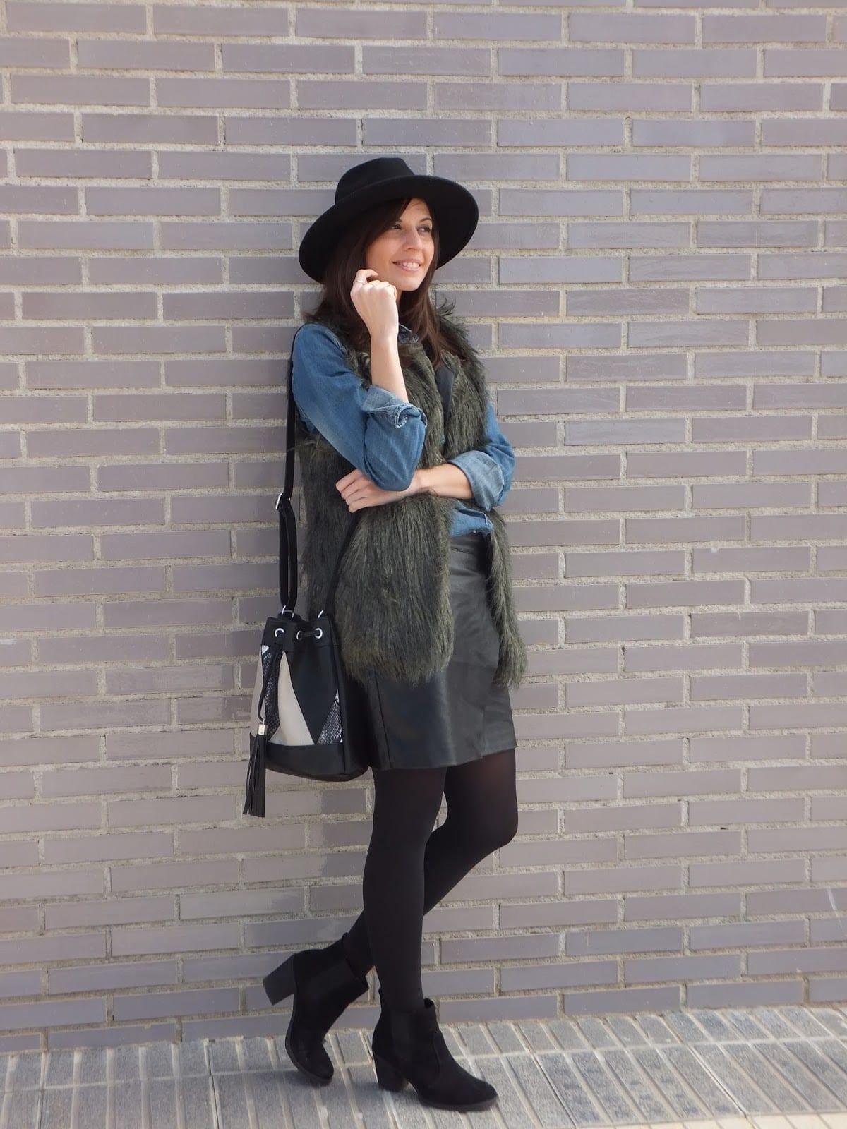 botas chelsea chaleco pelo suite blanco sombrero fedora bolso saco