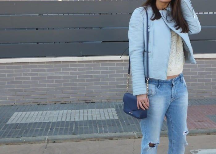 look-con-zapatos-azul-pastel-stradivarius-y-biker-azul-pastel-4