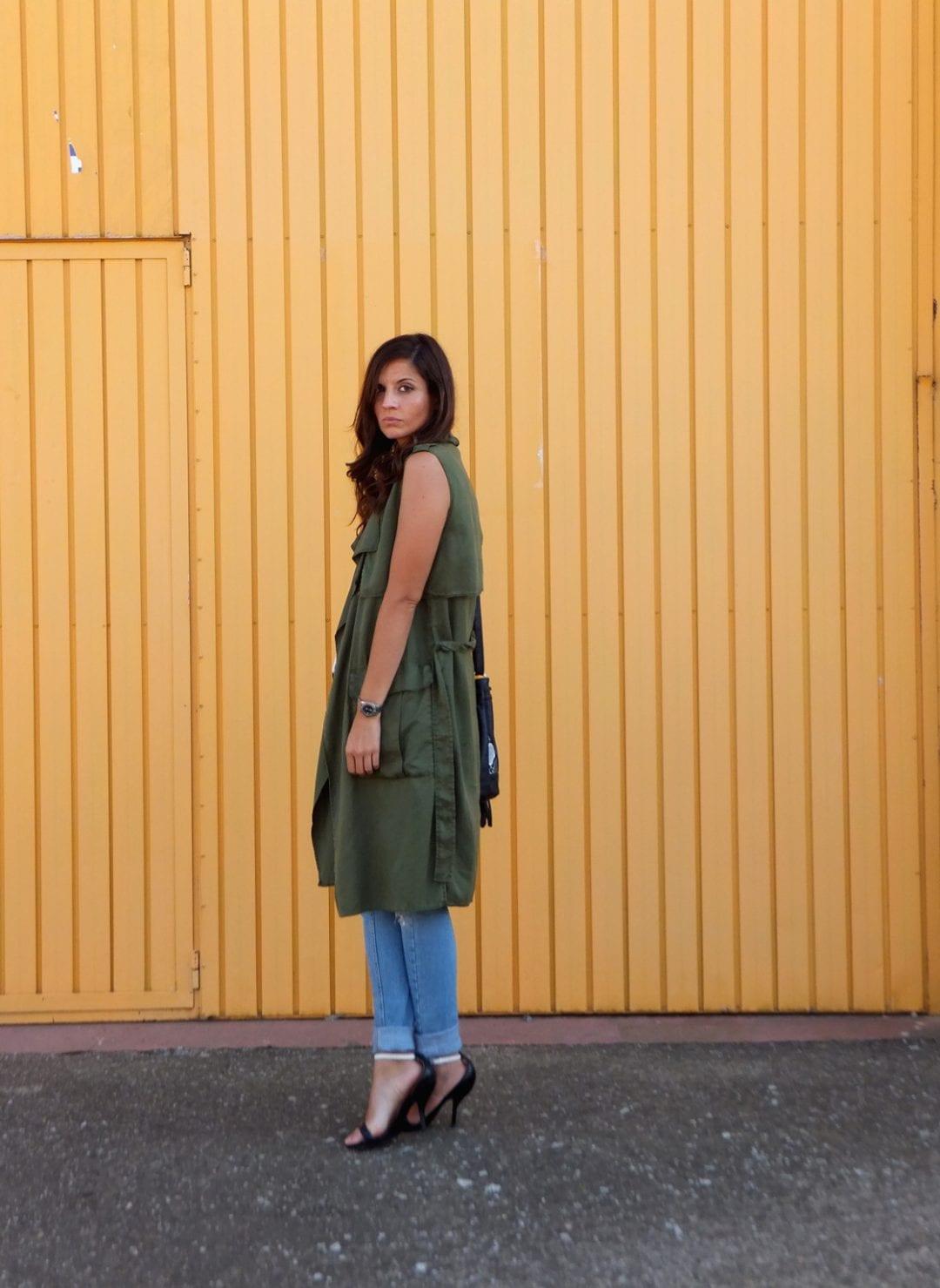 blogger de moda con chaleco verde oliva - fashion blogger - bloguera de moda