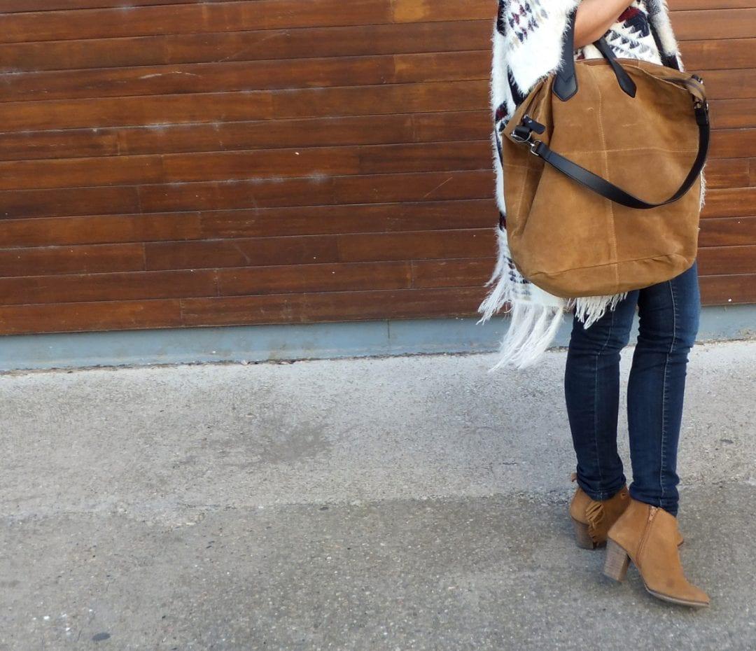 blogger con poncho Miint Femme