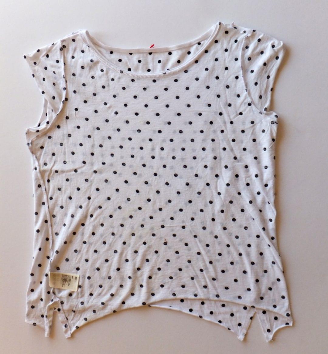 camiseta costuras torcidas y giradas