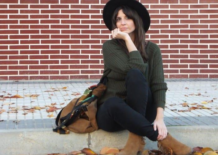 blogger de moda con sombrero fedora