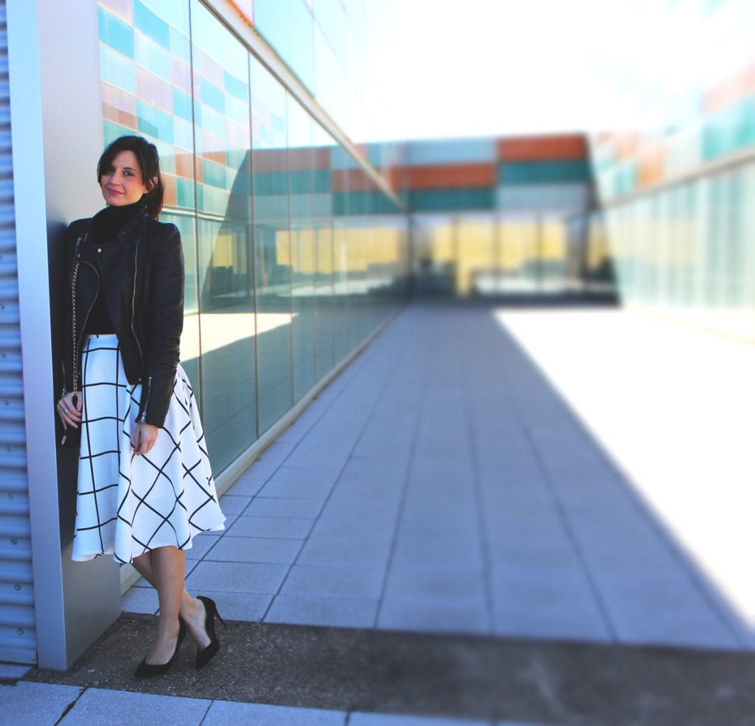 fashion blogger with midi skirt