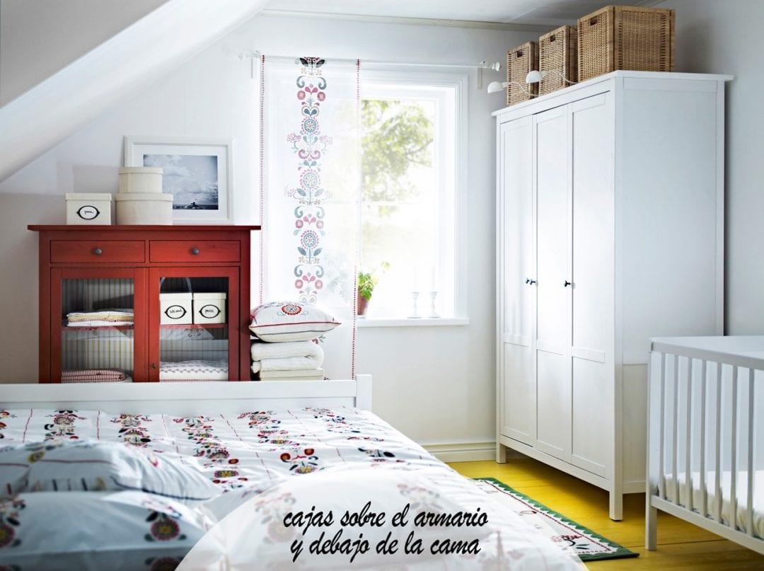 dormitorio de ikea con armario y comoda