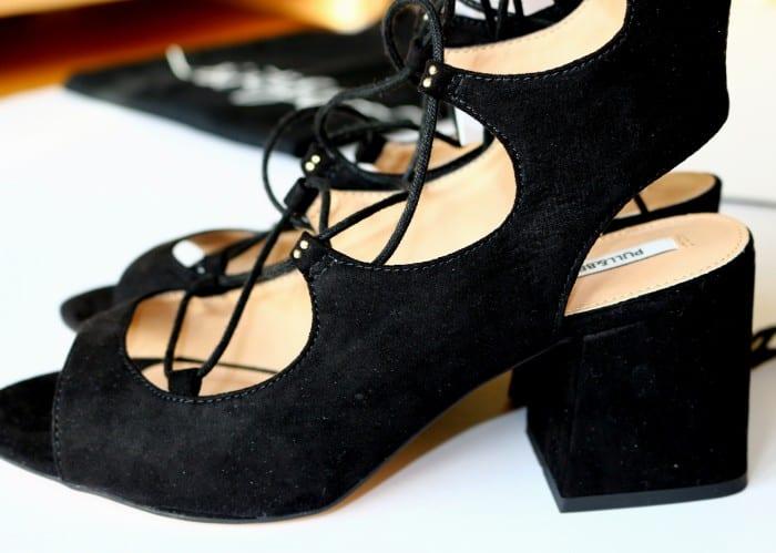 lace up heels - lace up sandalias - sandalias atadas de Pull and Bear y camiseta de Mango (17)