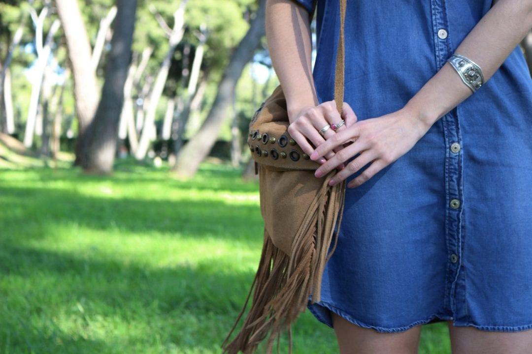 fashion blogger española con sandalias romanas