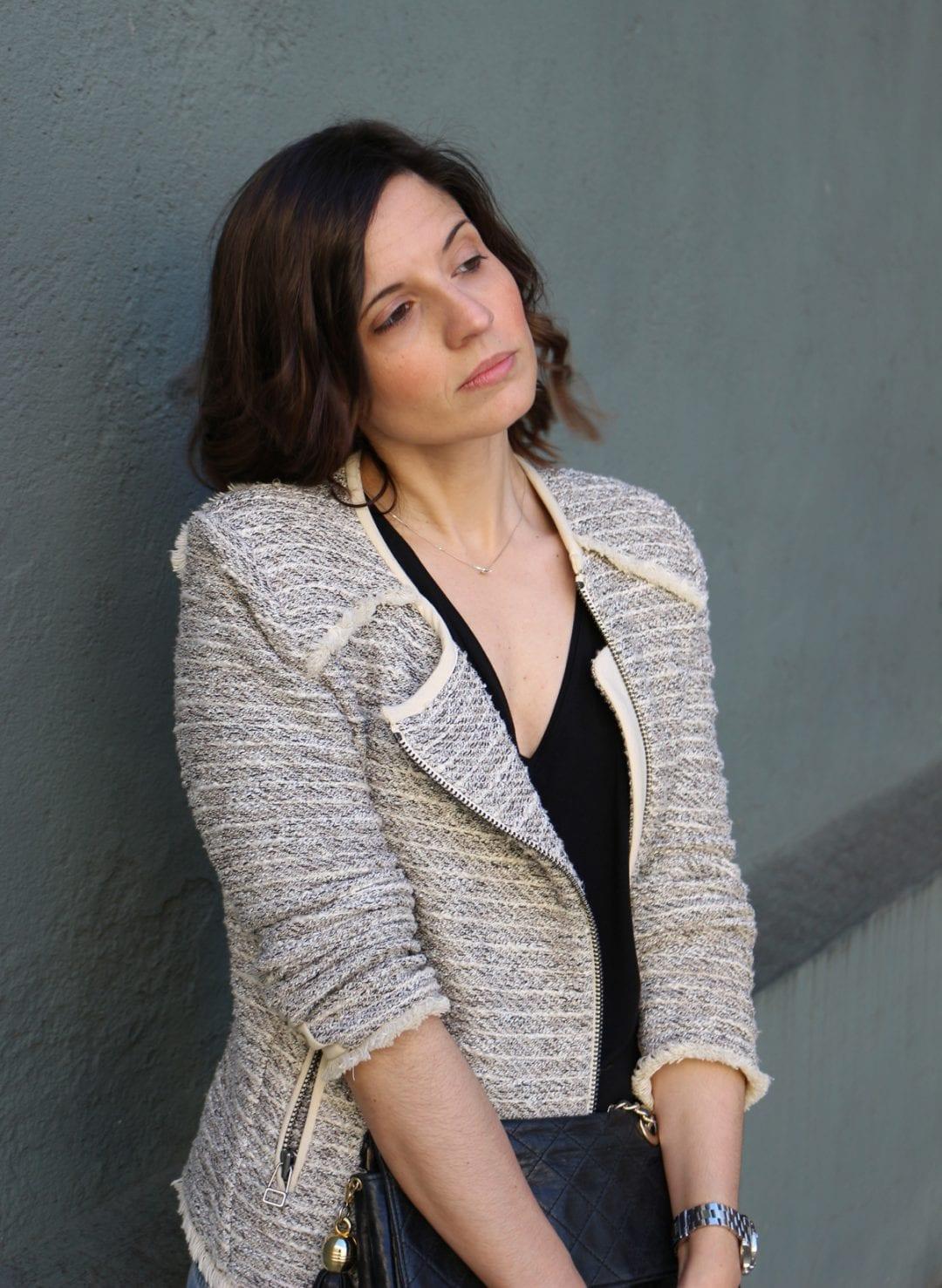zapatos plateados de zara - jeans rotos - chaqueta tweed - fashion blogger