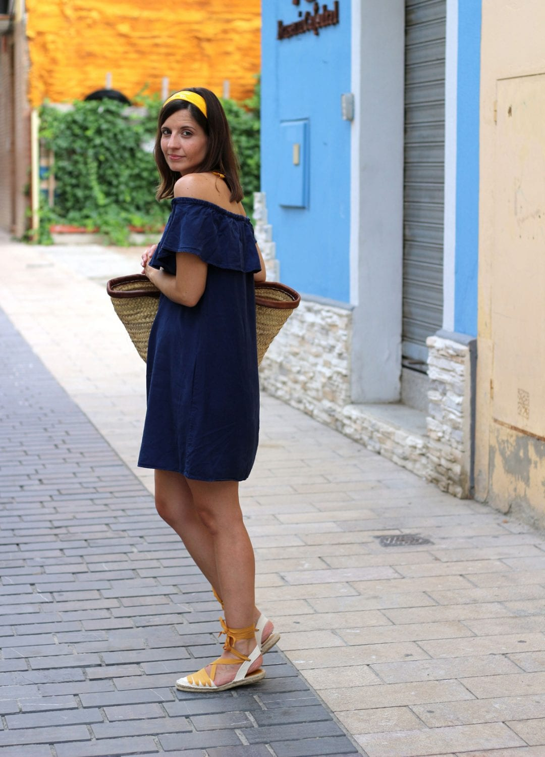 spanish fashion blogger sith off shoulders dress, espadrilles and basket
