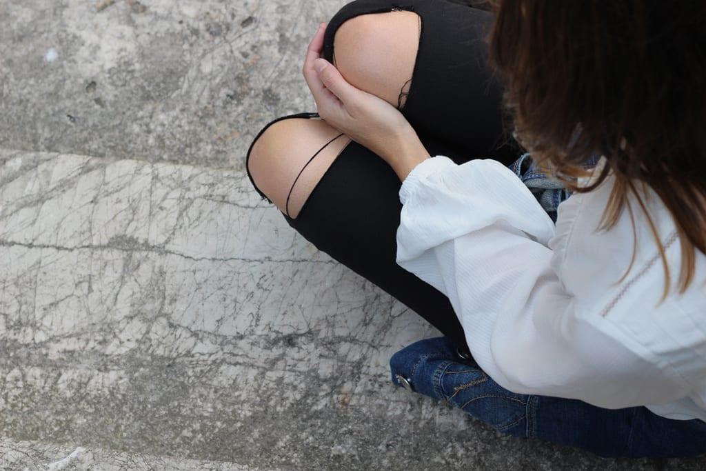 jeans rotos blusa blanca blog moda bergamo