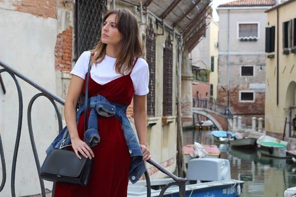 vestido de terciopelo rojo Zara