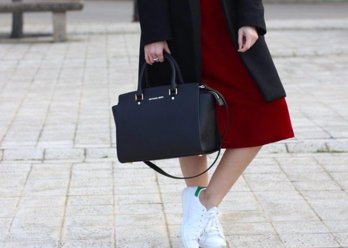 bloguera de moda abrigo zara online vestido terciopelo rojo zapatillas adidas stan smith