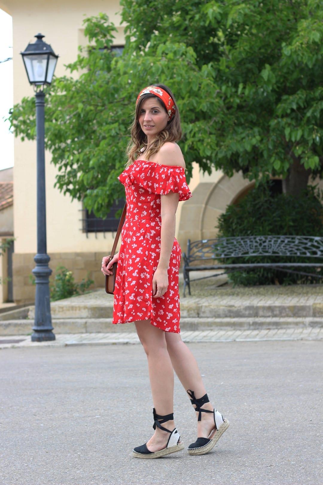 bloguera moda vestido de flores y alpargatas atadas