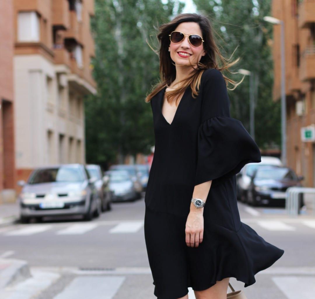 vestidos negros en verano 2017 con volantes