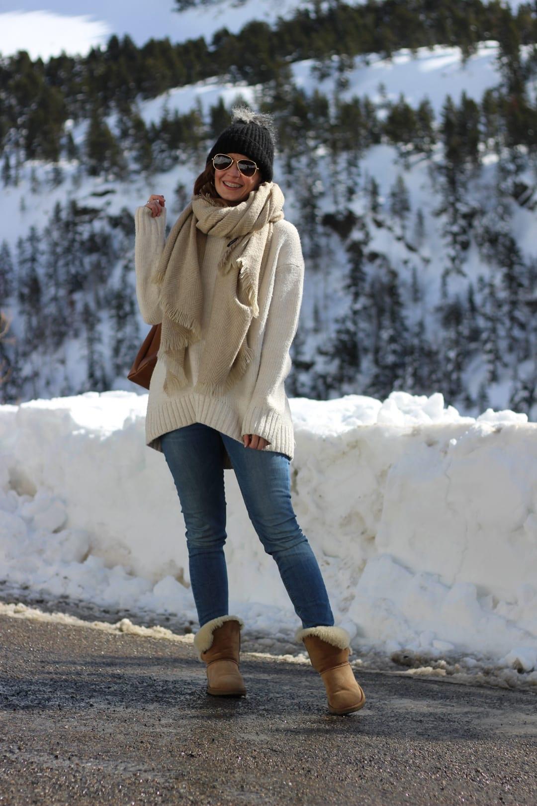 outfit de invierno con botas UGG marrones