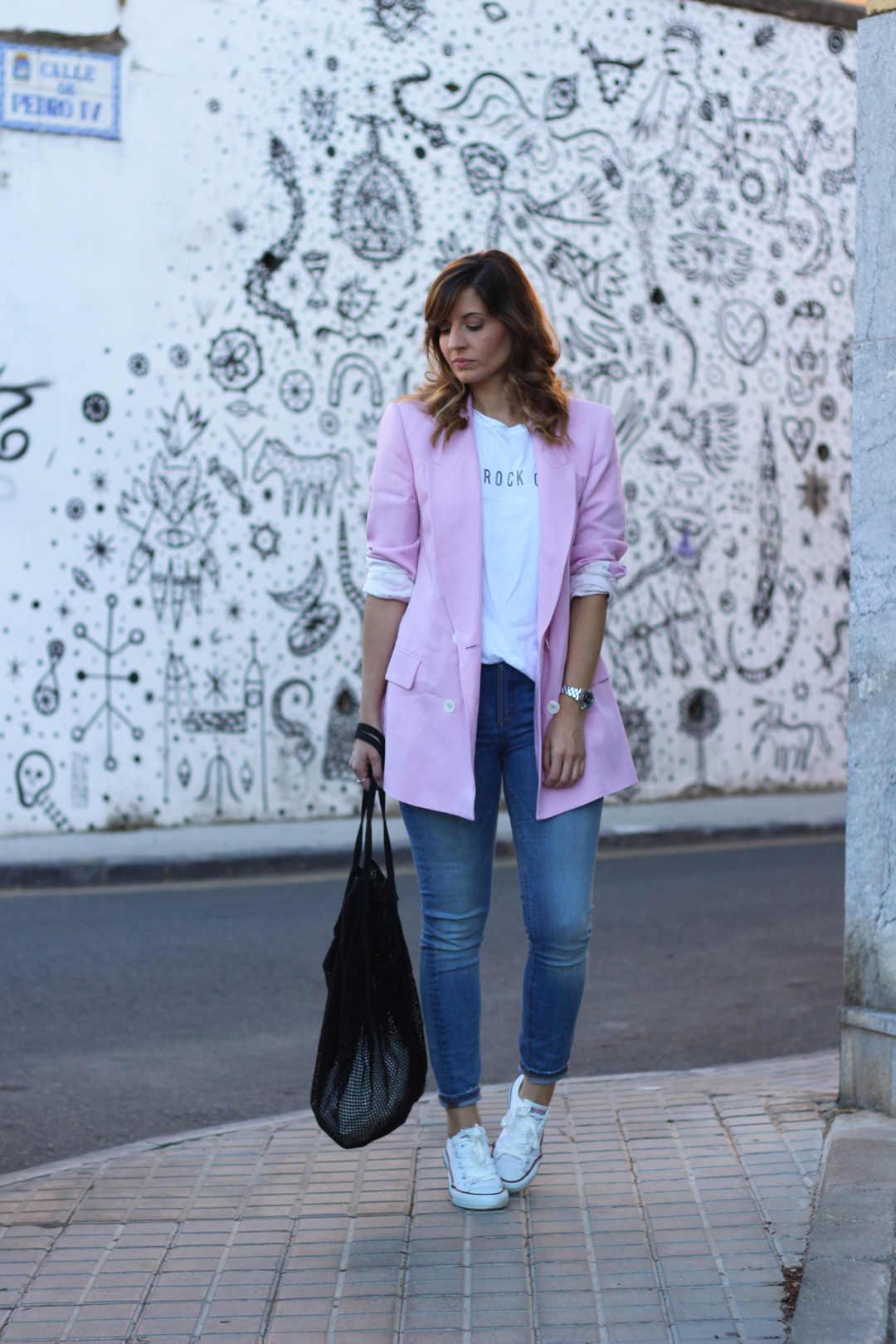 Combinar blazer de mujer rosa y bolso red asos
