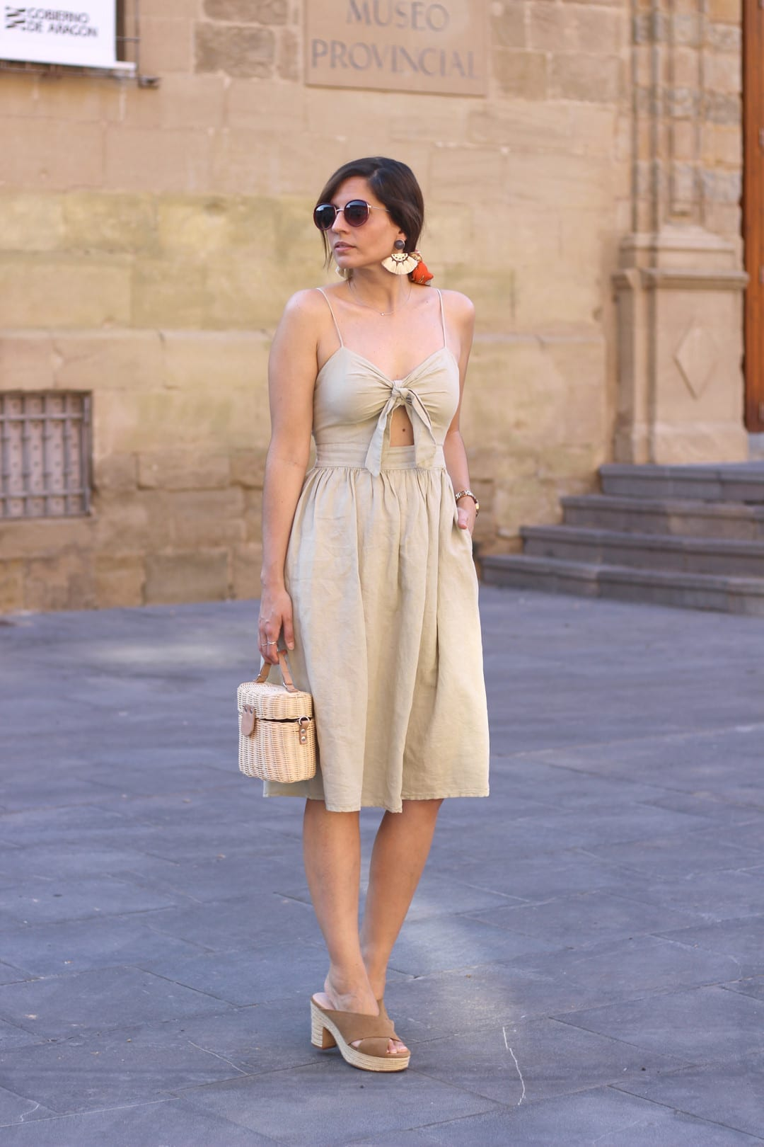 outfits ideas vestido midi beige