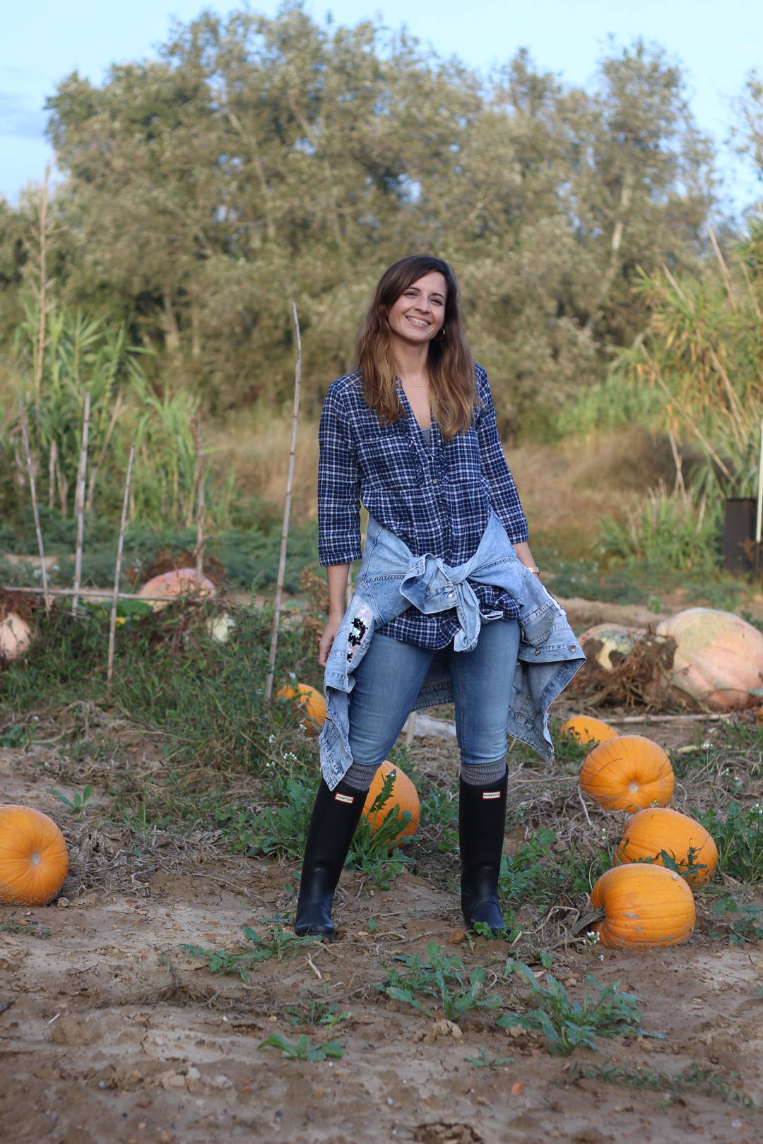 campo calabazas de Halloween Huesca - blog de moda - outfit campestre con botas hunter
