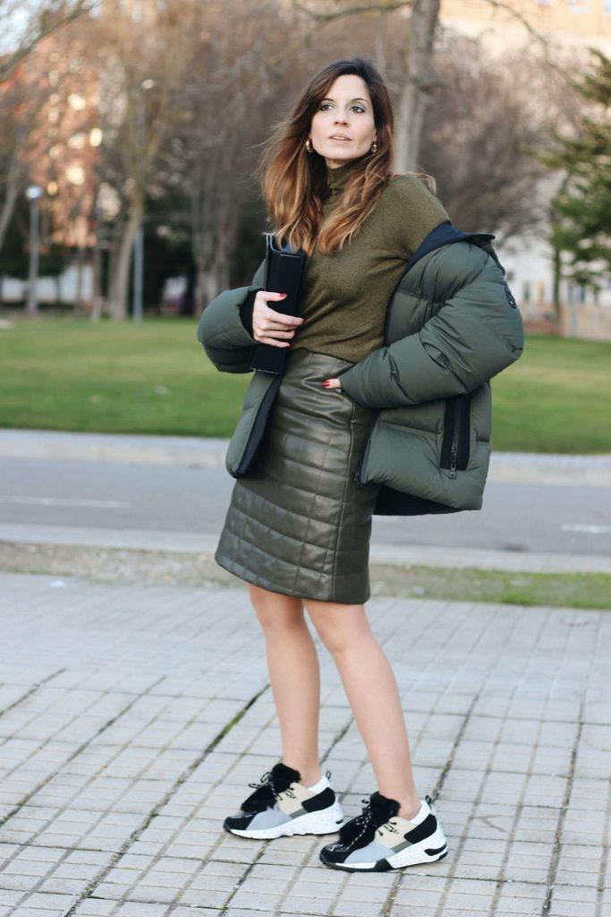 zapatillas con cuña Yokono Shoes falda acolchada polipiel abrigo plumas mujer fashion blog